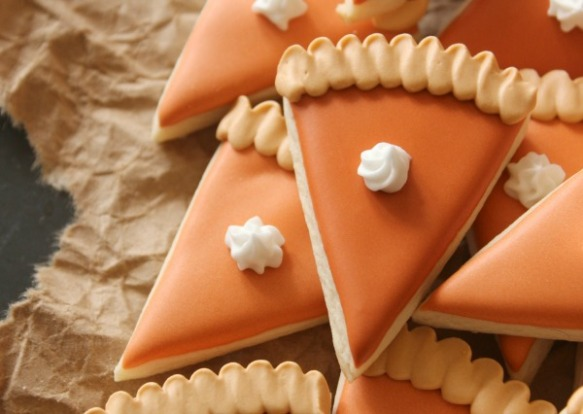 Mini-Pumpkin-Pie-Slice-Cookies-Close-Up-